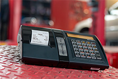 Kasa fiskalna Posnet Bingo XL - Posnet Bingo XL w warsztacie smochodowym